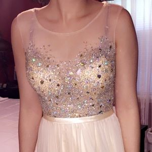 Champagne/ Nude Prom Dress 💛